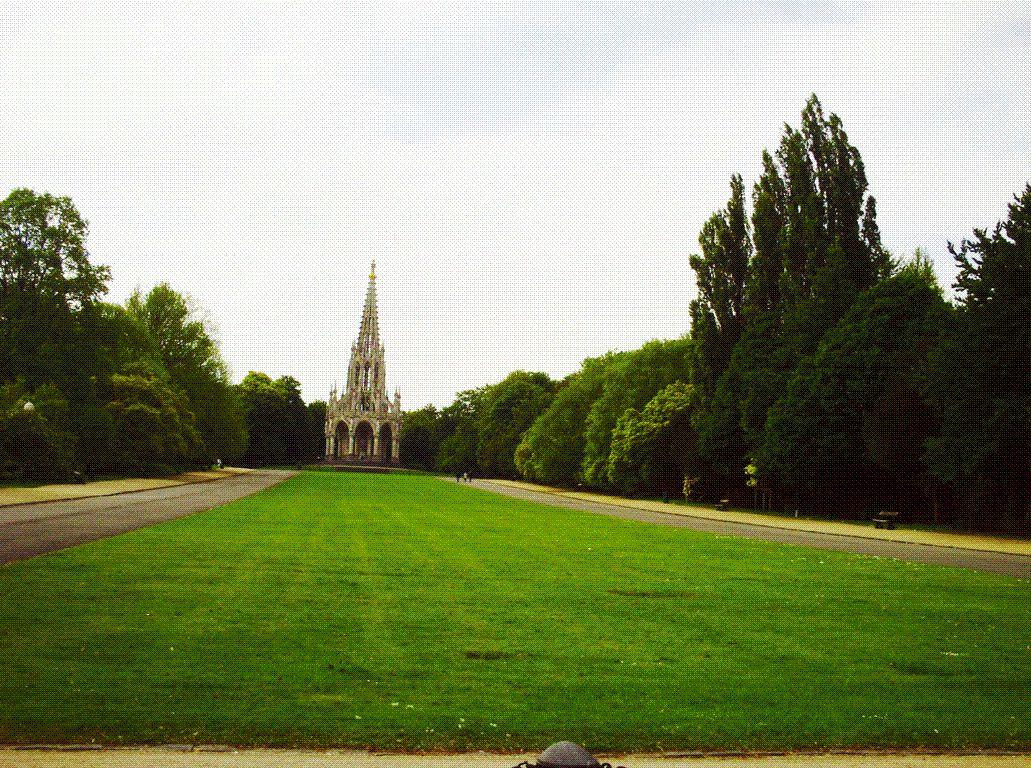 Le monument de la Dynastie au style gothique érigé à la mémoire de Léopold Ier