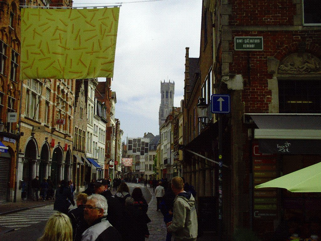 On se dirige vers la grande place de Bruges