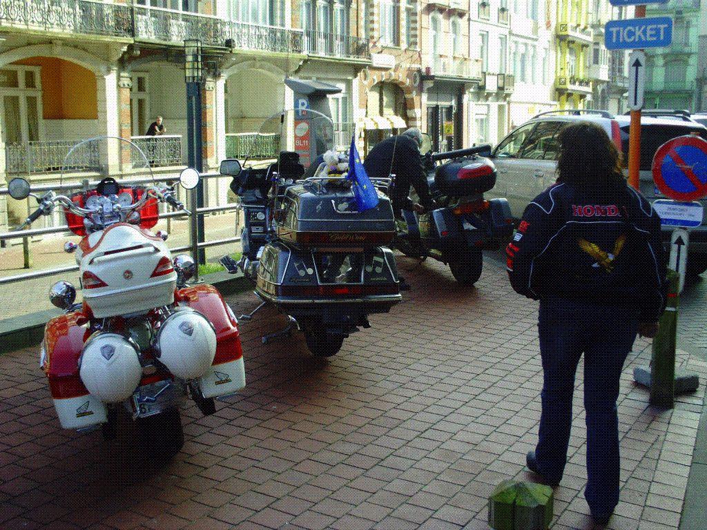 Retour aux motos et là petite annecdote
