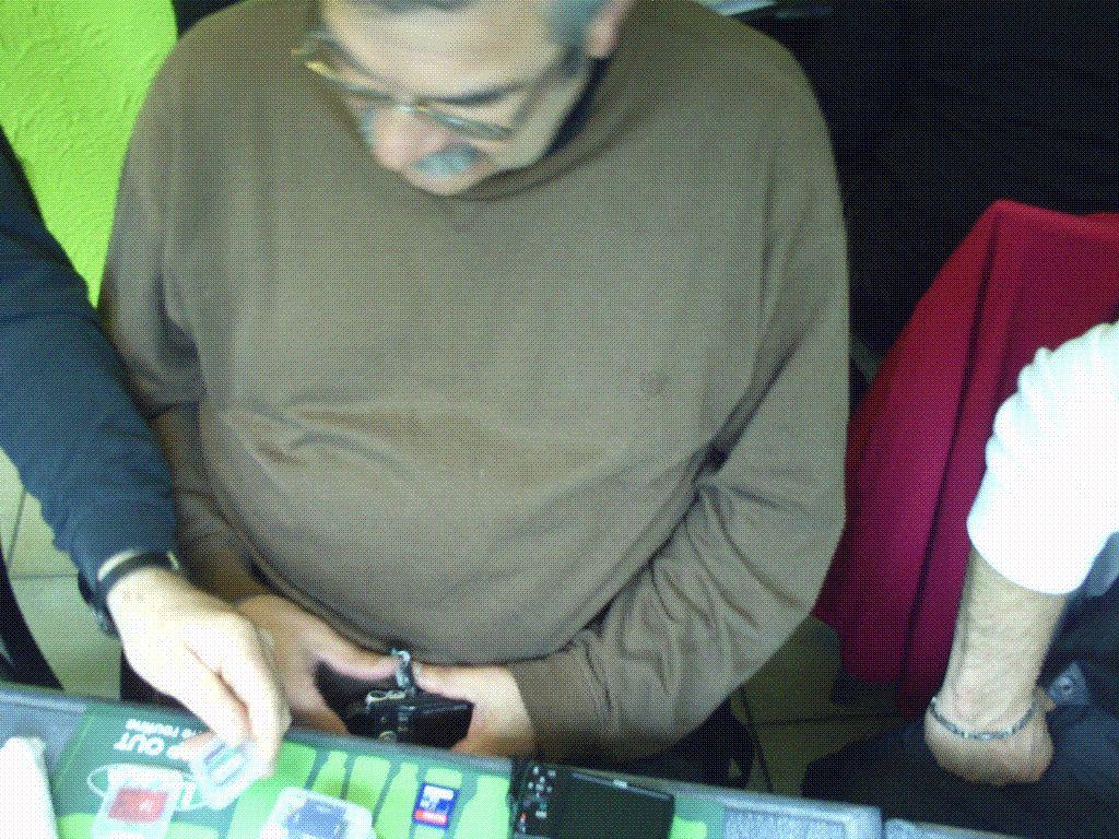 Notre ami Chean Marie possède un arsenal (waterloo) de carte mémoires et de piles rechargeables