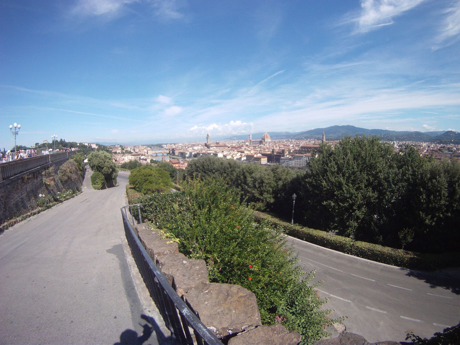 ON VOIT APPARAÎTRE CE PANORAMA SUR FLORENCE