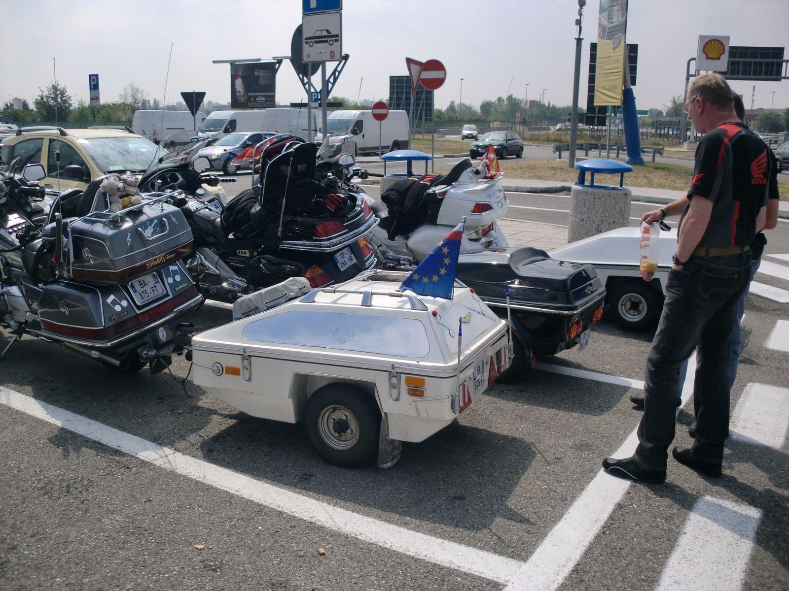 NOS MOTOS ROULENT BIEN 100 - 110 KM/H..LES MOTEURS NE CHAUFFENT PAS