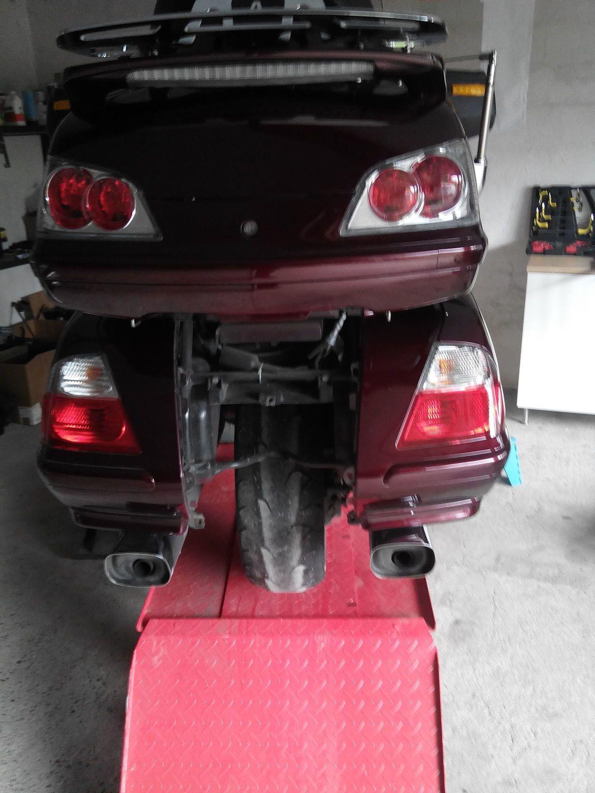 Belle moto Jack................ mais faudra nettoyer encore un peu.......... LOl !!!!