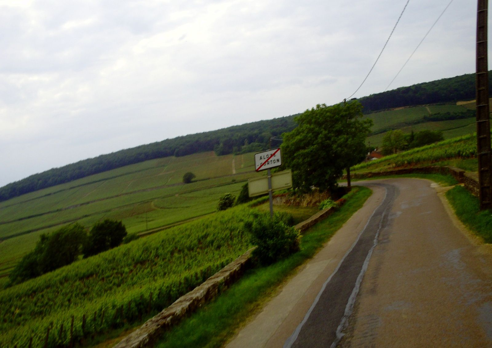 ON SORT D'UN VILLAGE .............. DES VIGNES PARTOUT