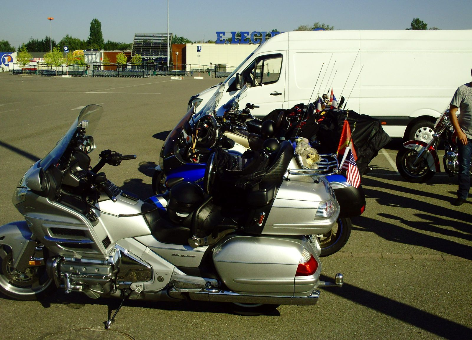 LES MOTOS BRILLENT