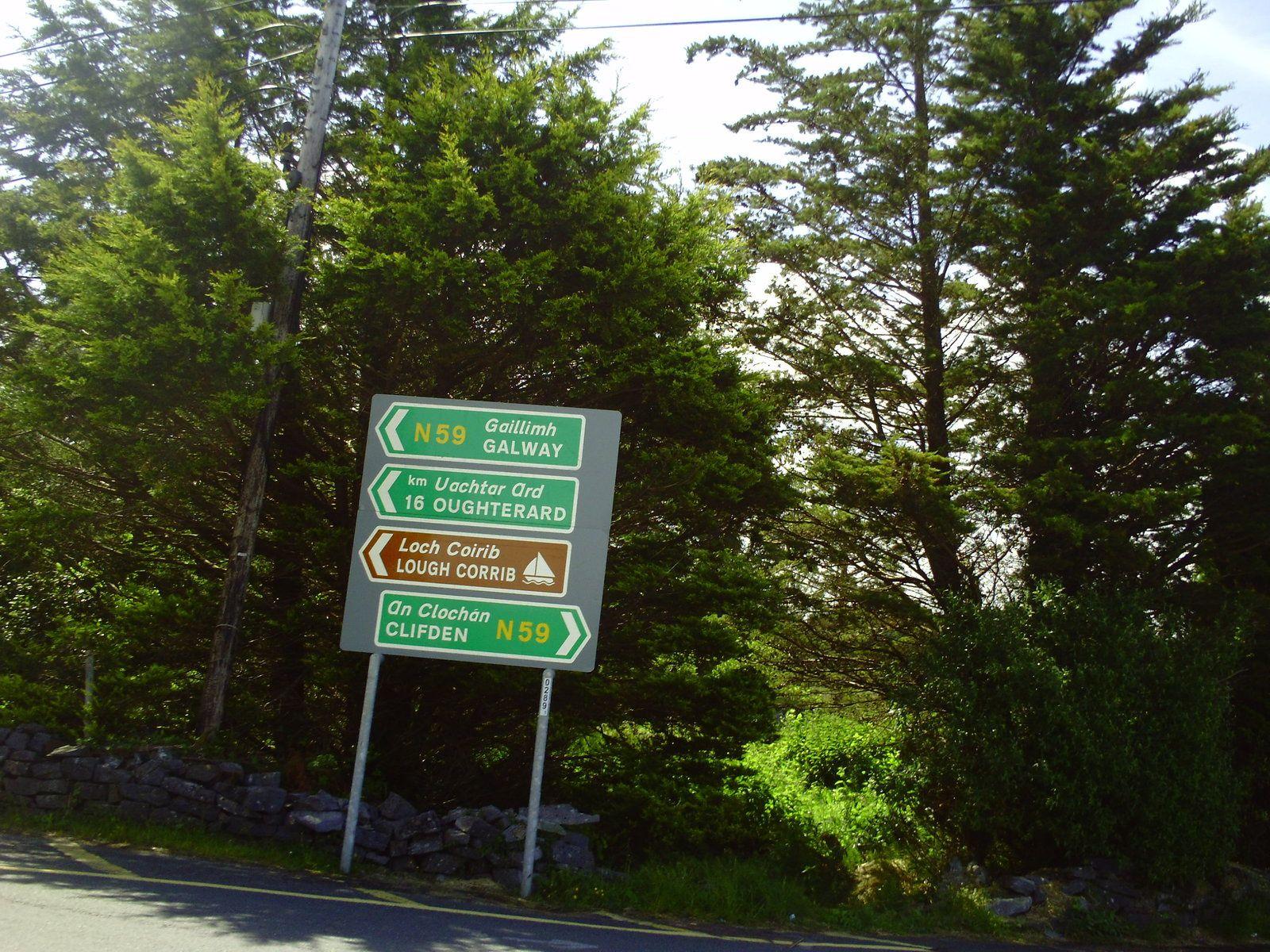 DE TEMPS EN TEMPS DES PANNEAUX... ON APPRÉCIE LE GPS