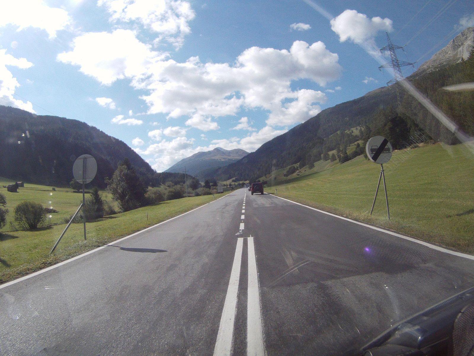 ON TOURNE À GAUCHE ET L'ITALIE EST À MOINS DE 10 KM