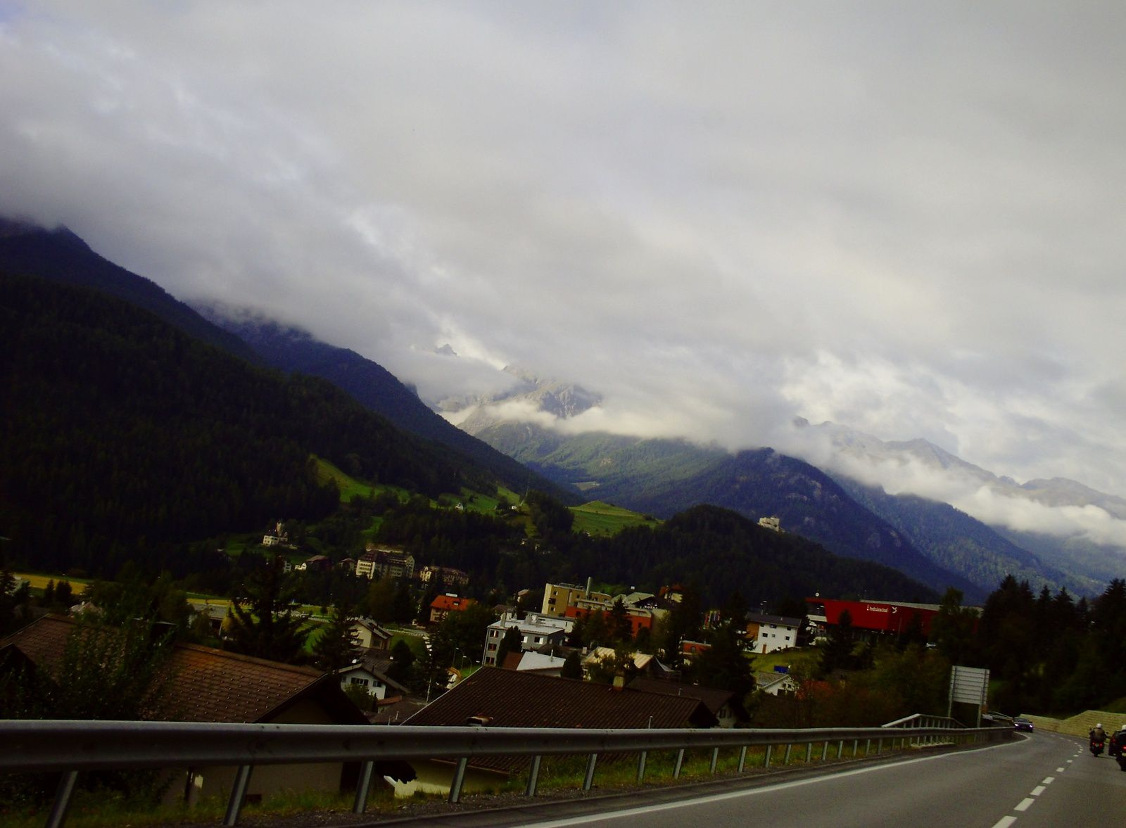 ON APPROCHE DE LA VILLE DE SCUOL