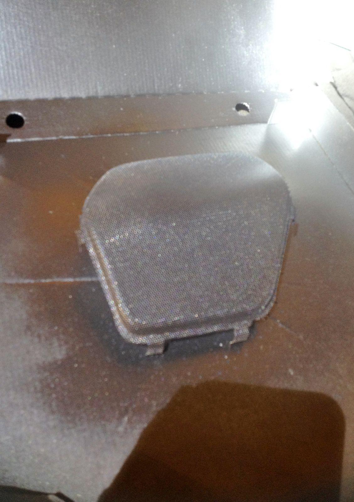 Goldwing 1800 - Chromer les grilles des hauts parleurs avant