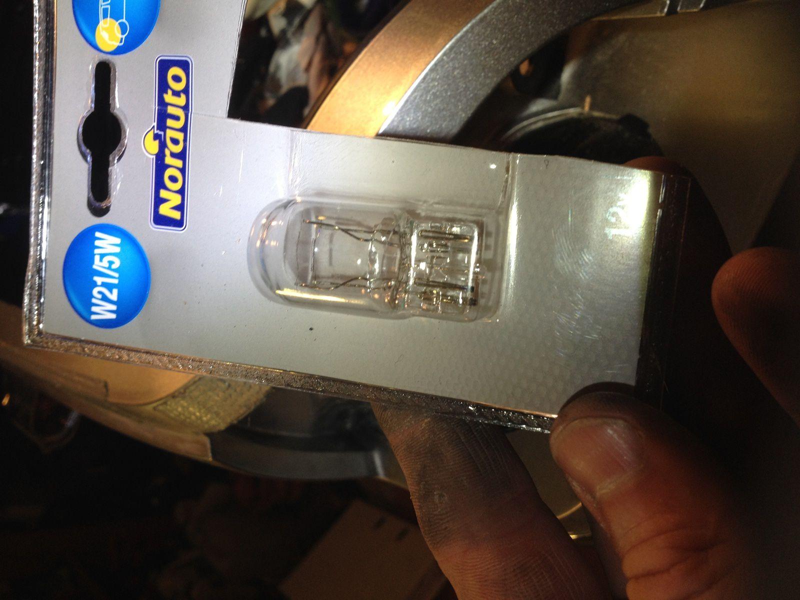 Goldwing 1800 - Gros soucis pour une ampoule grillée du coffre