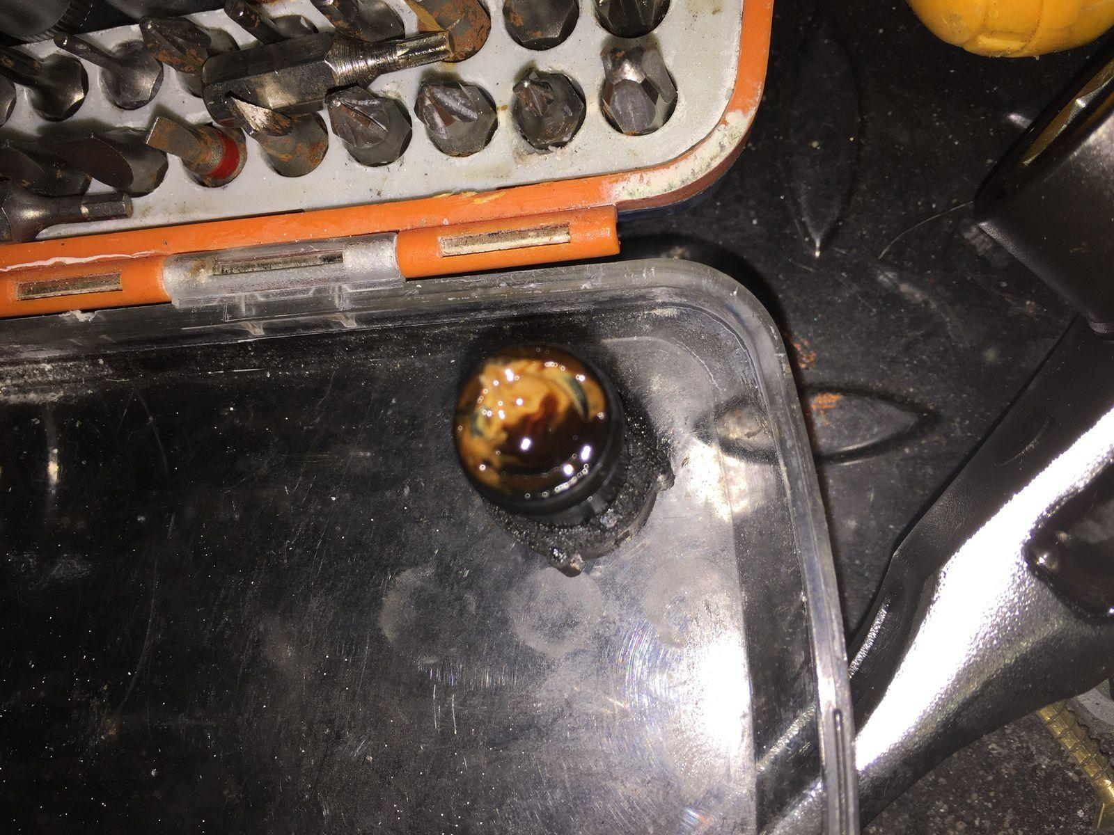 Goldwing - Vidanger le tuyau de la boite du filtre à air