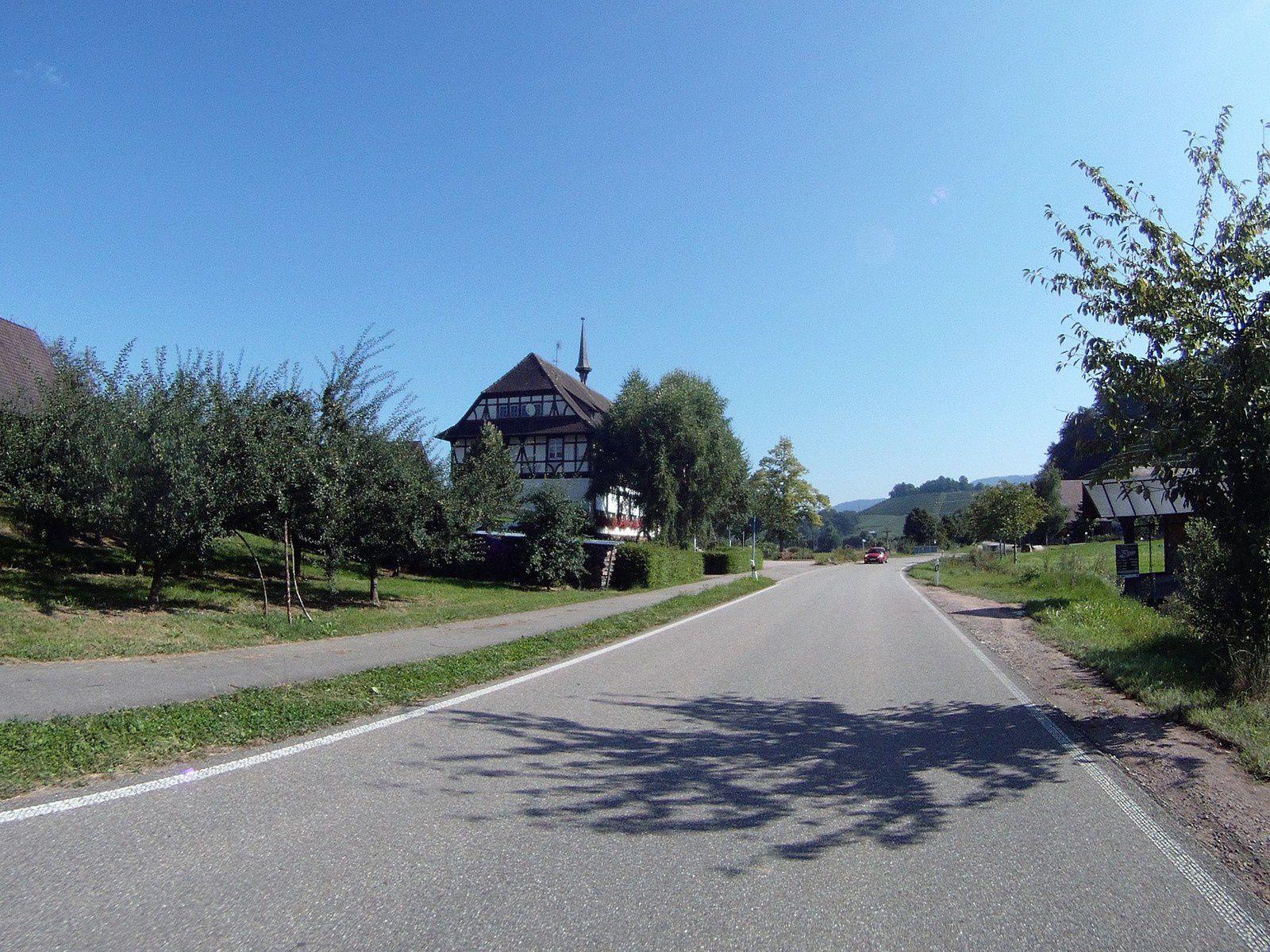 Goldwing - ballade en forêt noire, petit lac et petite ville de Calw