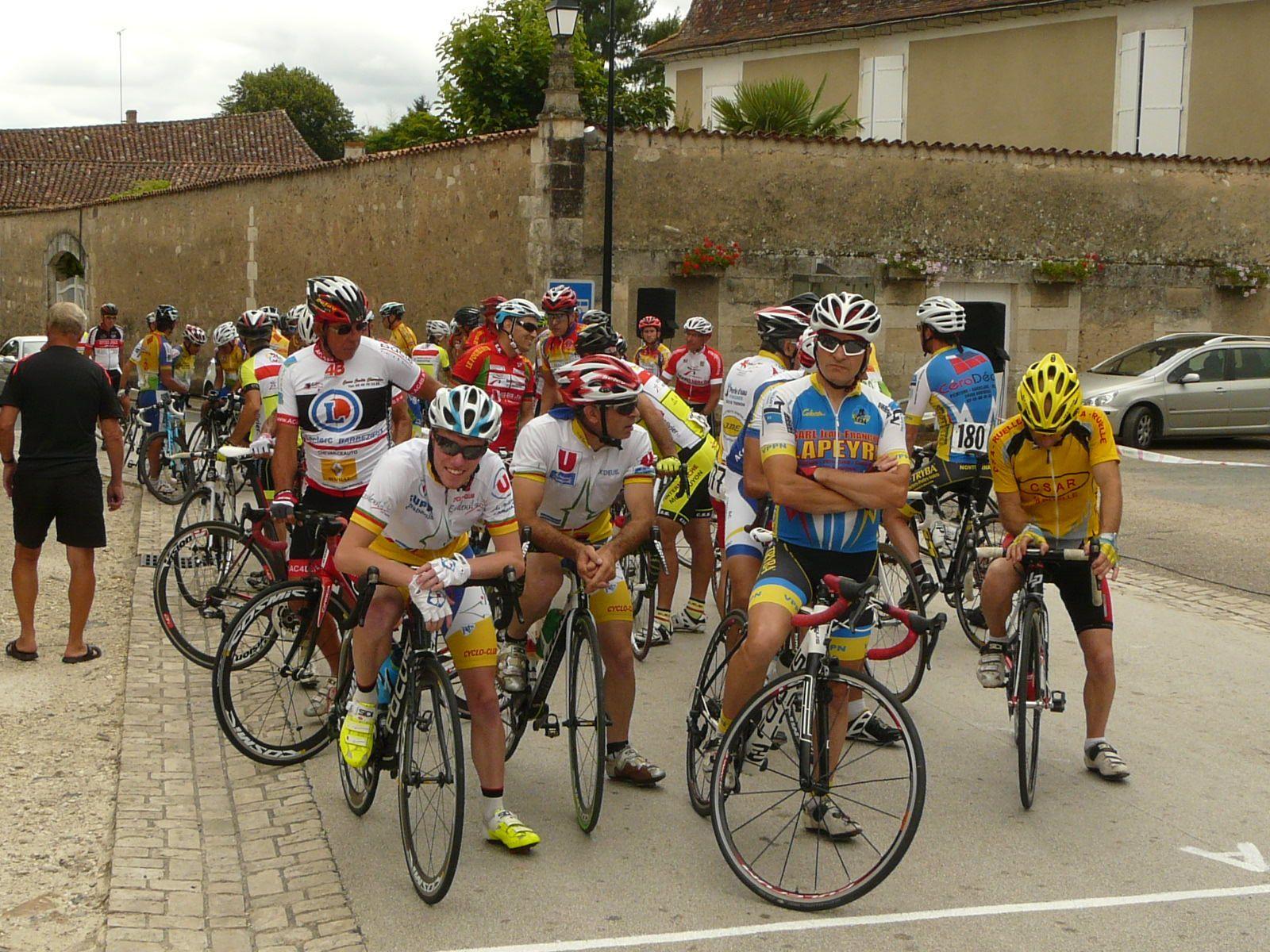 Cyclosport Vanxains : Didier 3e, Michel et Lorry dans le peloton