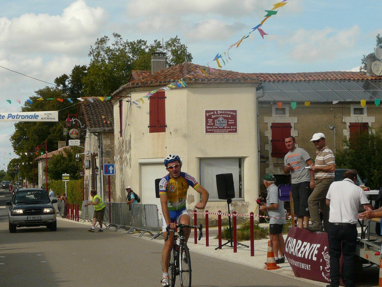 Bors de Montmoreau : Dédé et Henri sur le podium