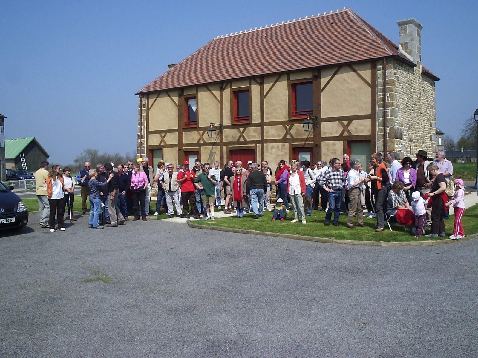 photos : x, chemin en 2006 : 1- départ mairie / 2- pèlerins / 3- claude vercey.