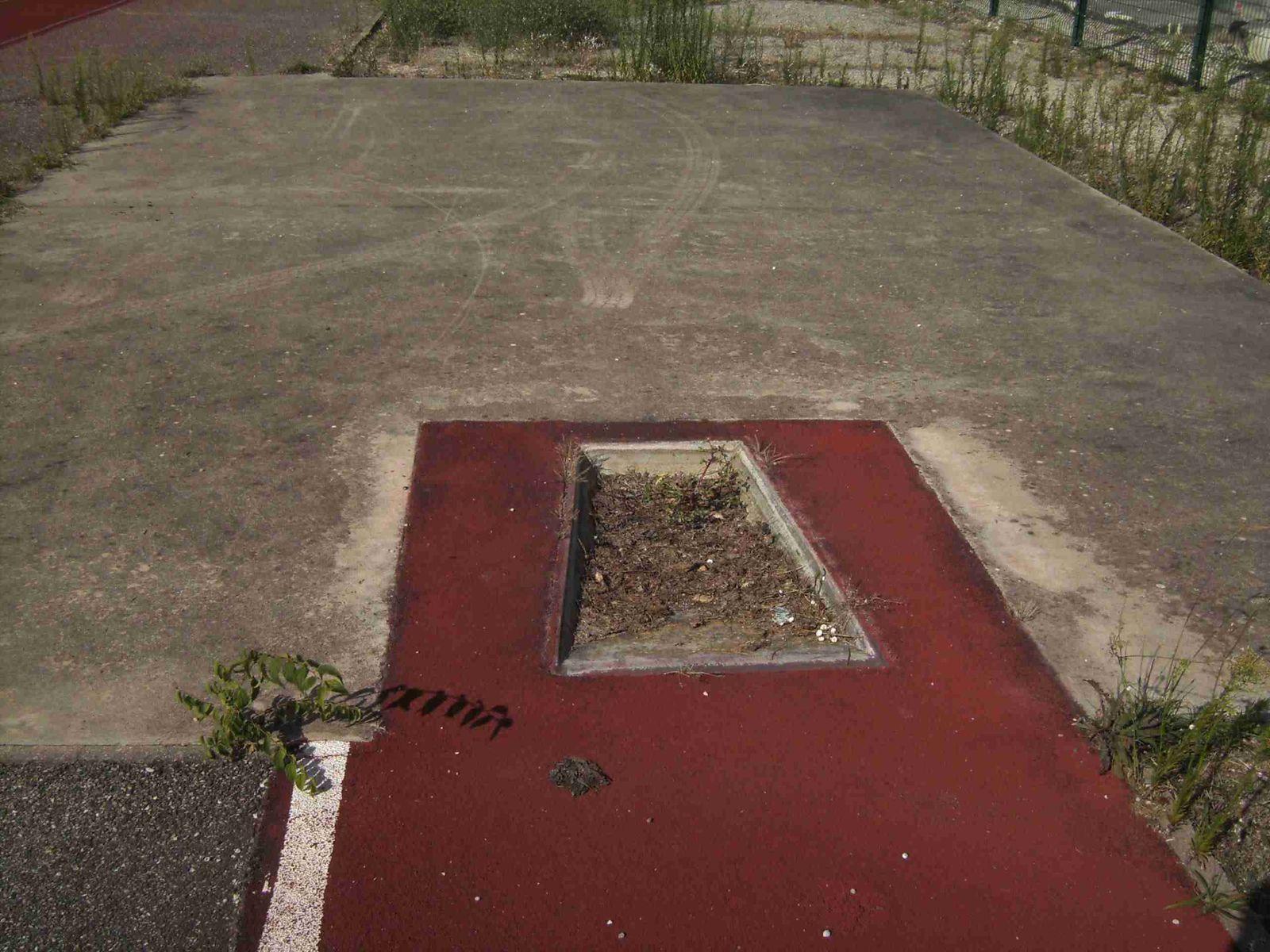 Les équipements d'athlétisme du stade Costa sont-ils encore utilisables?