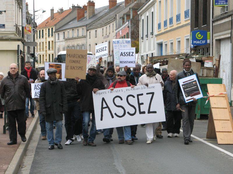 Cercle de Silence d'Etampes 30-11-2013 &amp&#x3B; marche contre le racisme