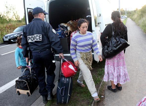 Amnesty accuse la police française de «harceler» les Roms