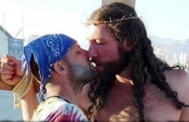 São Paulo : Les LGBT attaquent clairement le christianisme lors de la gay pride