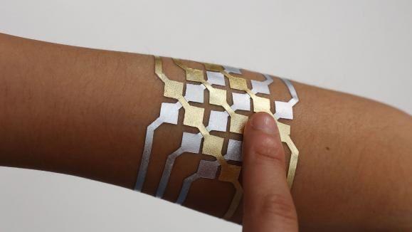 Le tatouage connecté Duo Skin peut servir de pavé tactile (MIT)