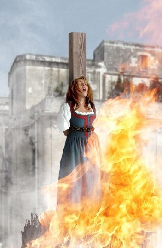 Les gens étaient attachés et mis au feu. Un tout petit feu qui durait longtemps et qui devait les brûler très lentement durant de longues heures.