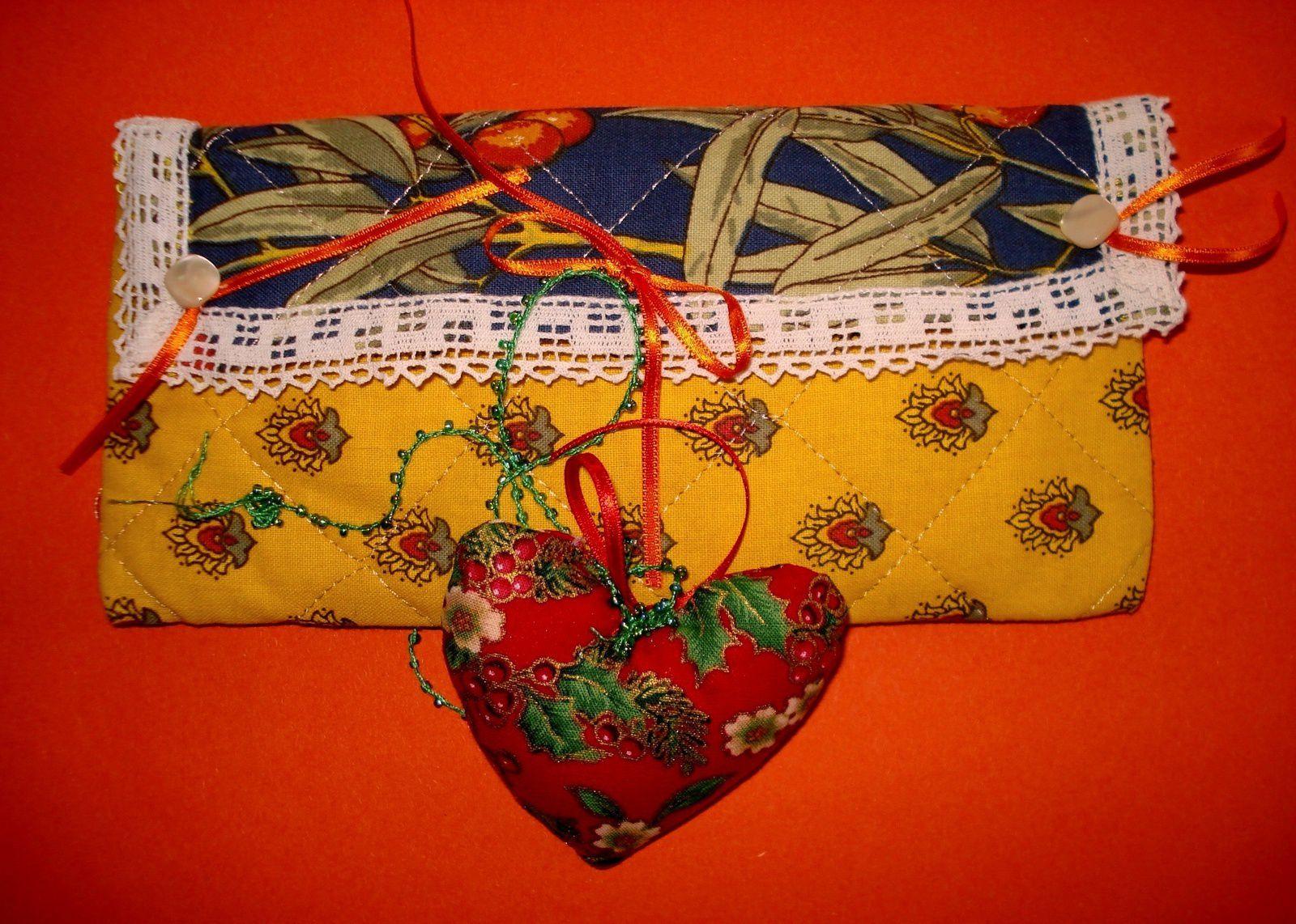 Petite pochette et coeur de Mary.