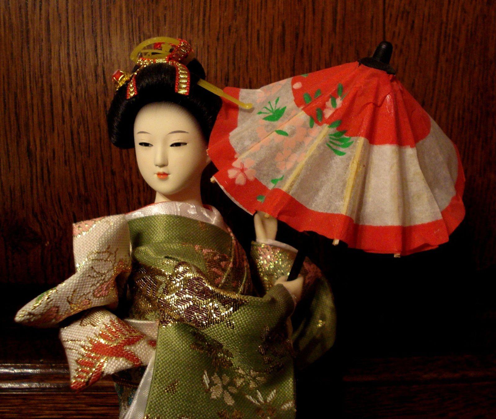 Petite poupée Japonaise.