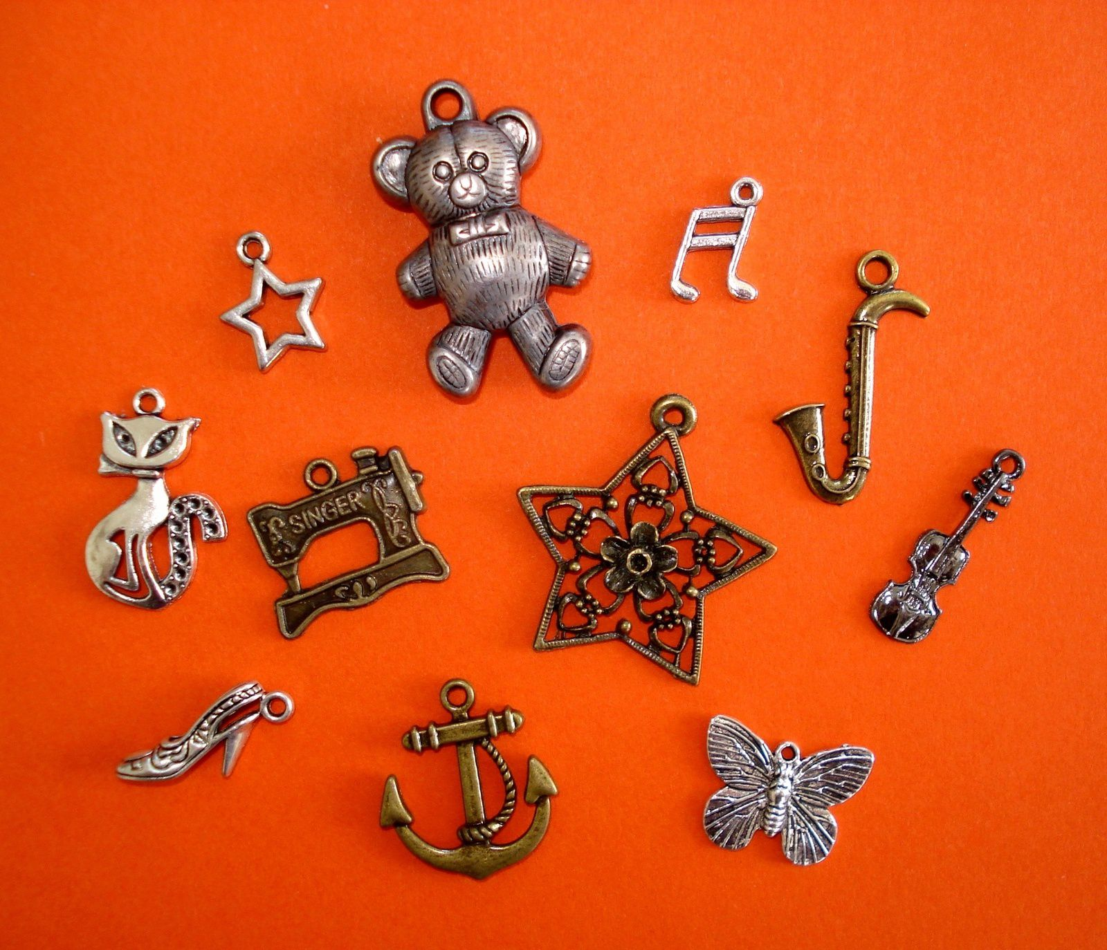 Petits charms.