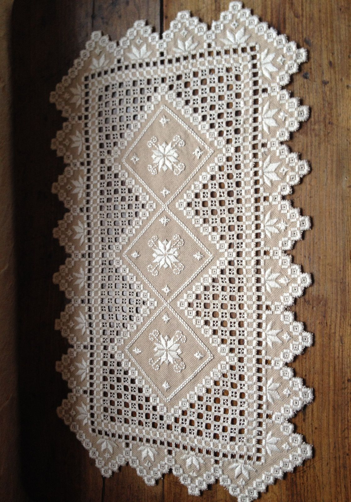 Chemin de table Hardanger (1).