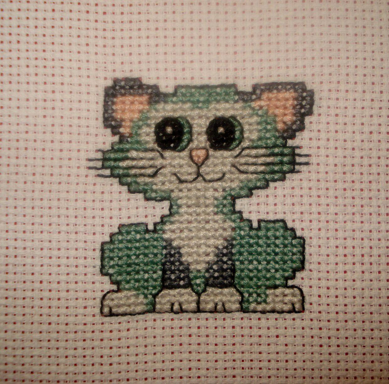 3 Petit chat gris/vert.