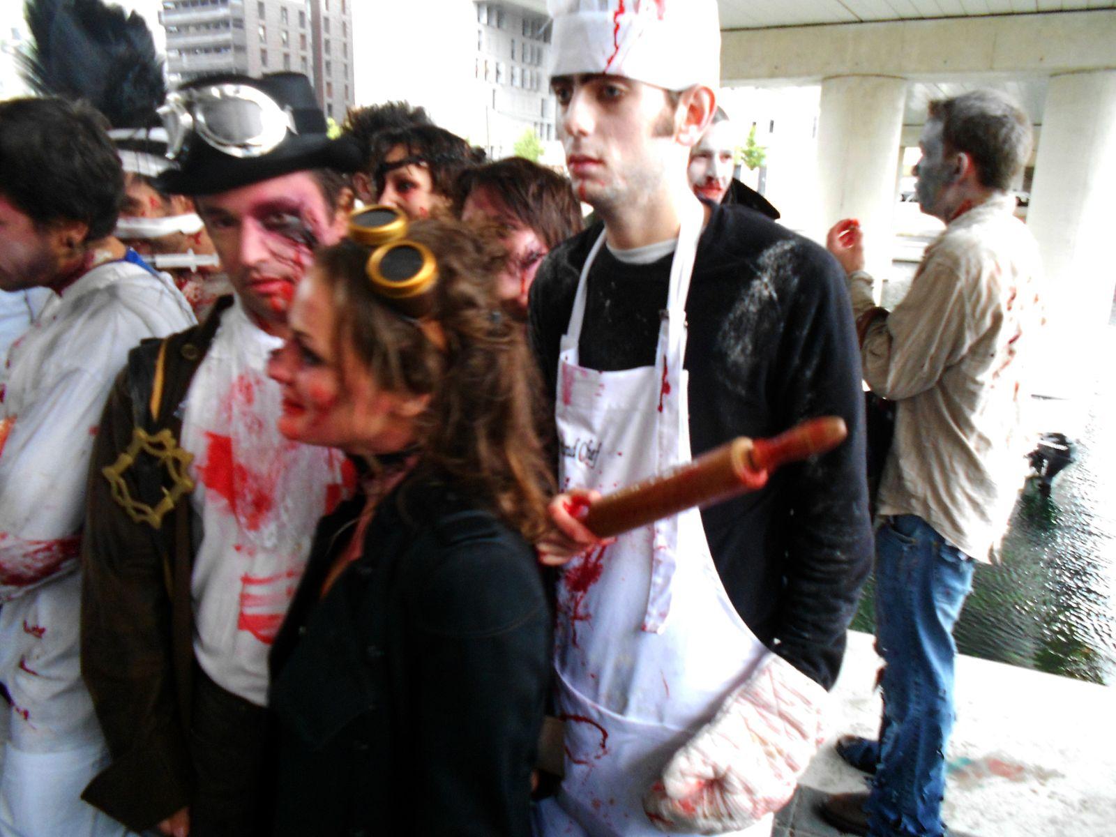Publications de photos de zombies, vampires, loup-garou, monstres : réalisé dans divers festivals, salons, conventions.