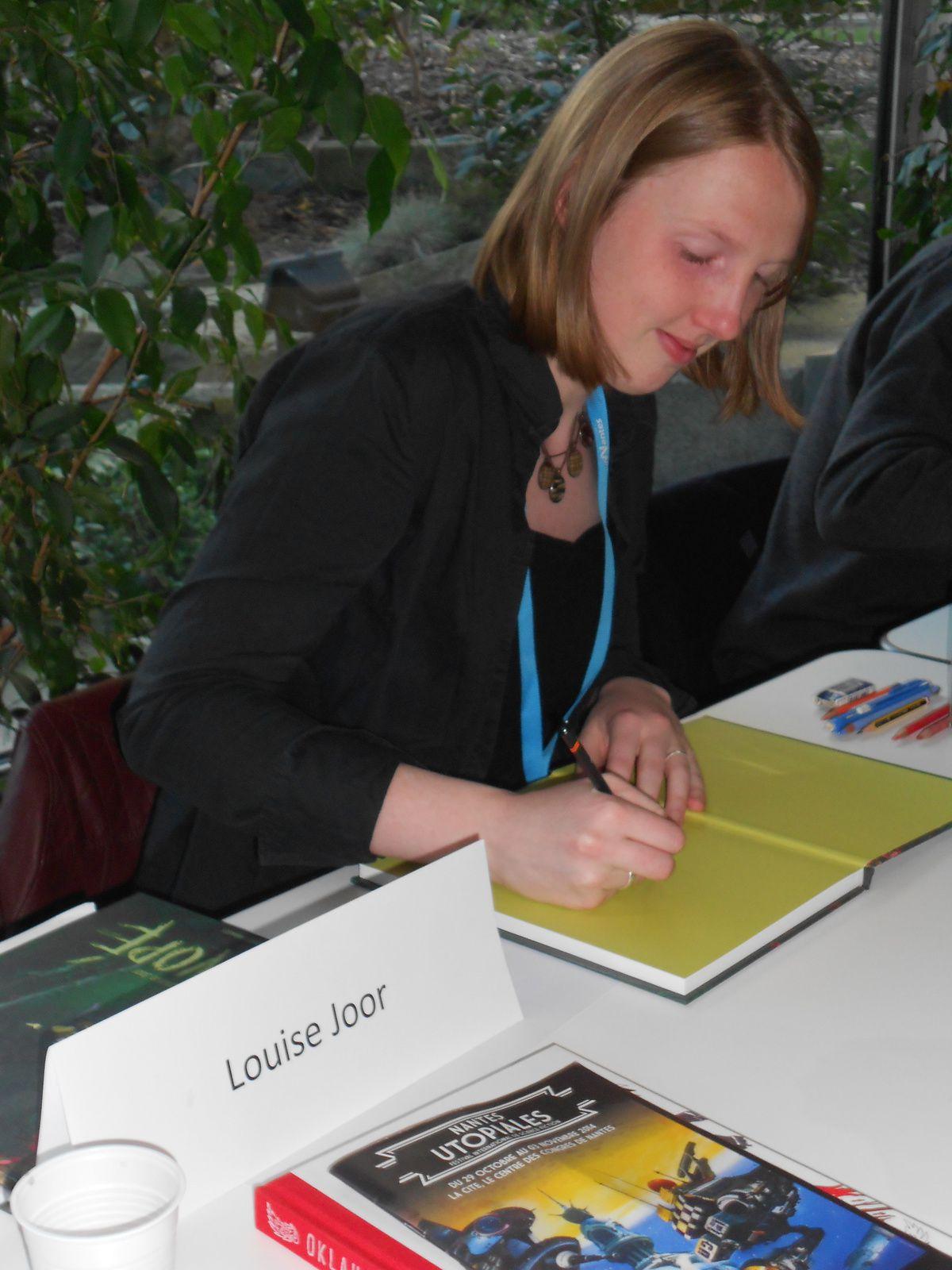 Louise Floor en dédicasse aux Utopiales 2014