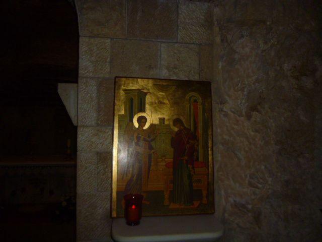 Prière d'une soeur brésilienne dans la basilique.