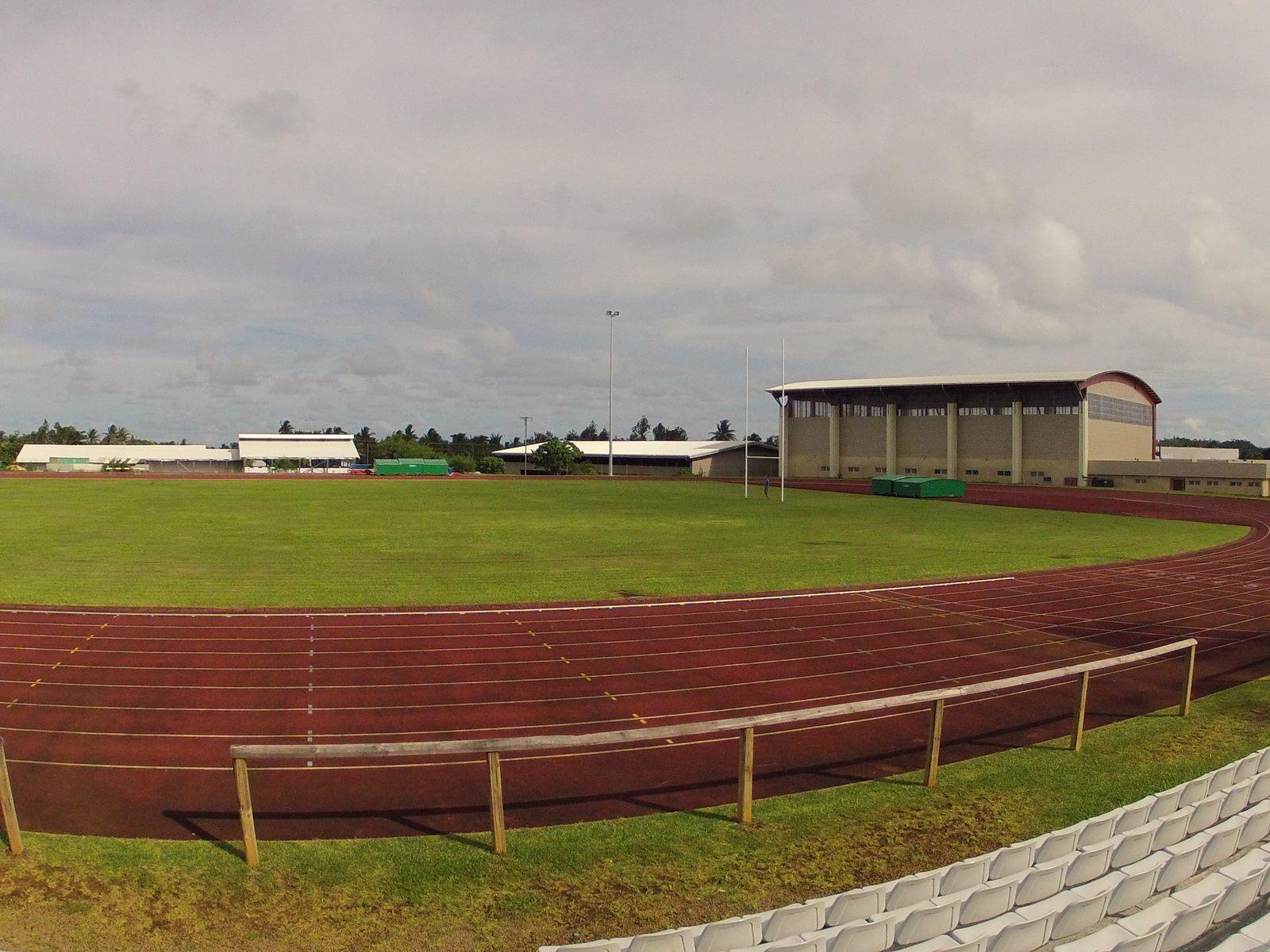 la nouvelle halle des sports et le stade de Kafika, à Mata-utu ( Wallis )