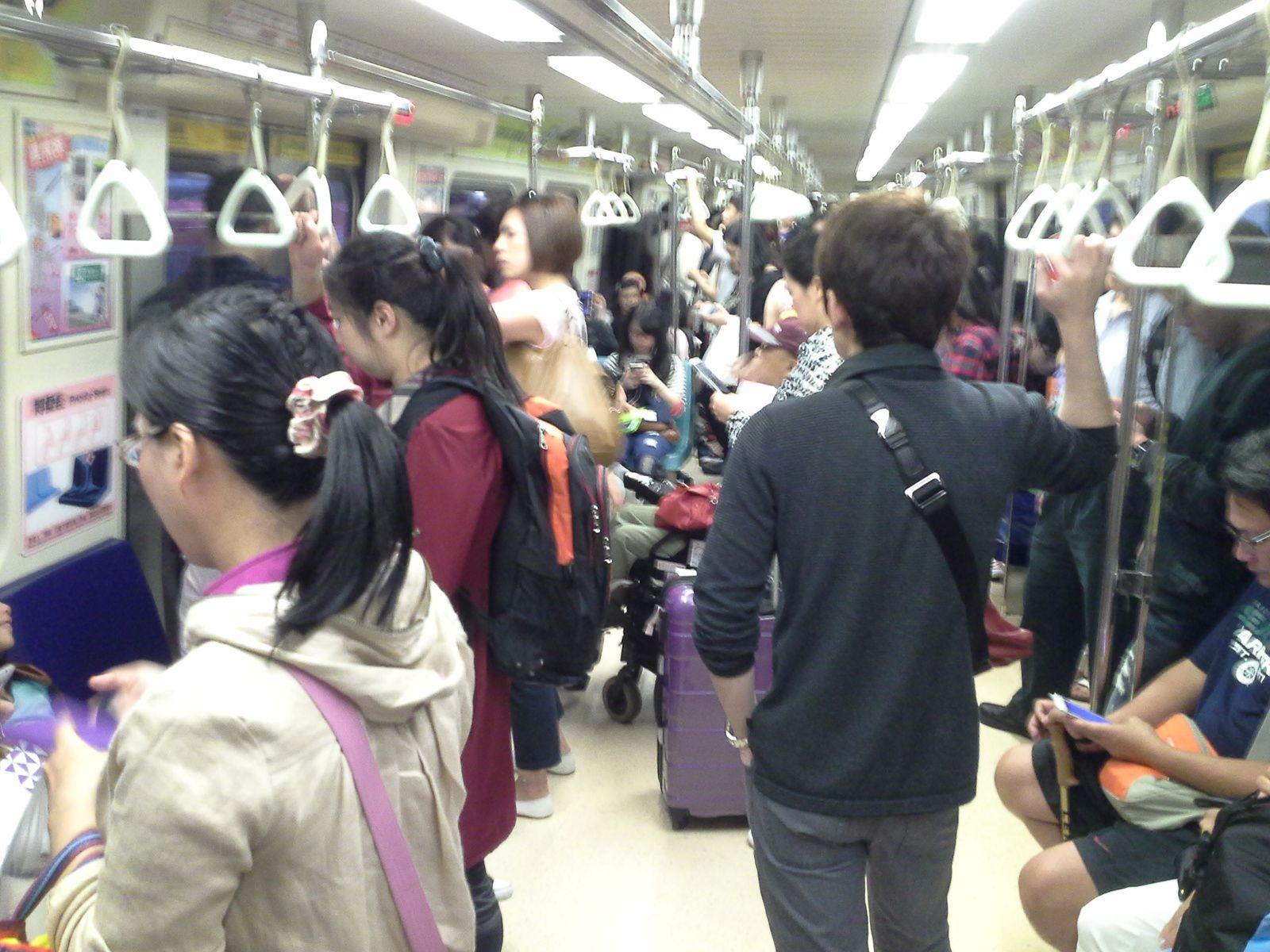 tous très sages et polis .... dans le métro  de taipeh
