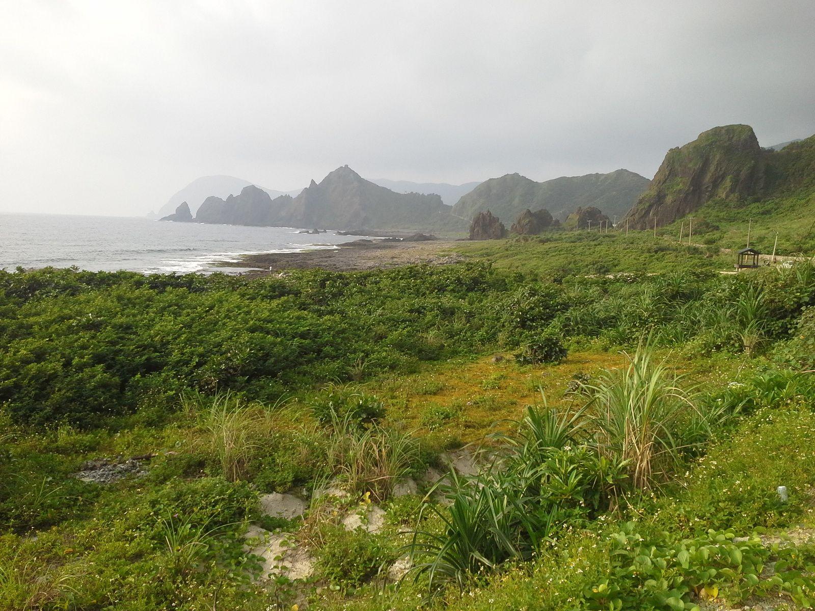 l'ile me fait penser à  Futuna de par sa géographie