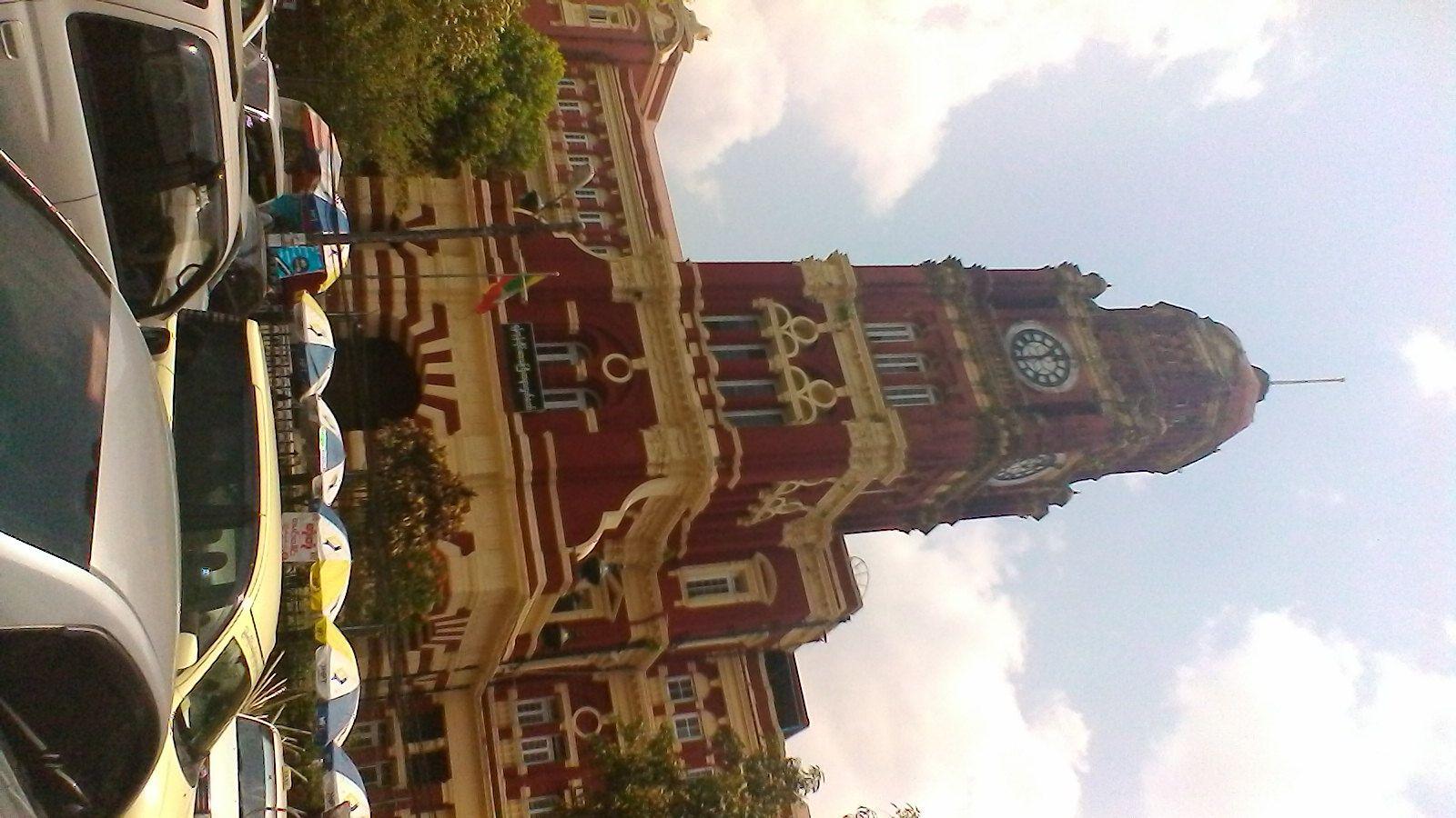 un des nombreux batiments de style britannique à Yangon