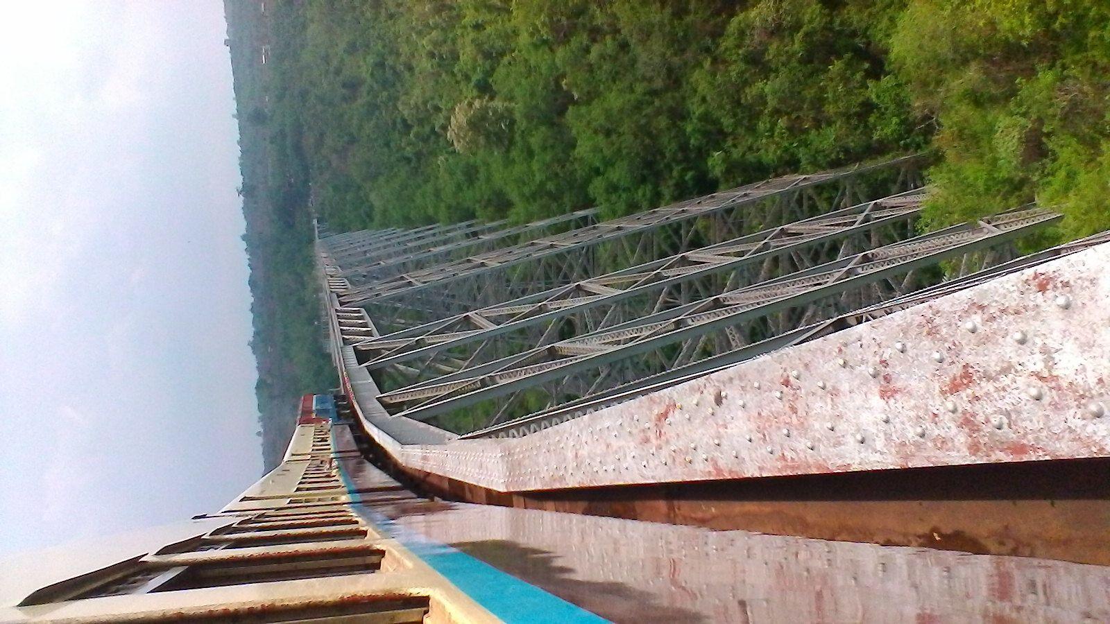 viaduc sur le trajet en train de hsipaw à mandalay : 270 mètres de hauteur !