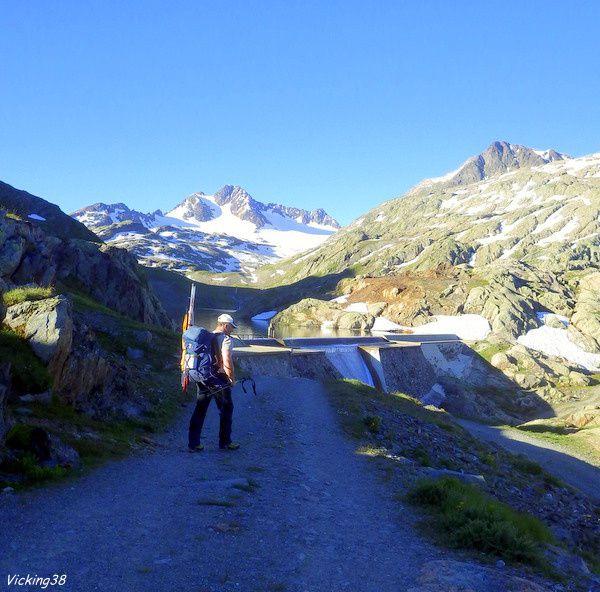 LAC DE BRAMANT : LE GRAND LAC (Alt. 2443 m) . . .