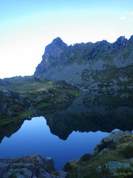 LE LAC MERLAT AVEC RETOUR PAR LE GRAND COLON (Alt. 2394 m)