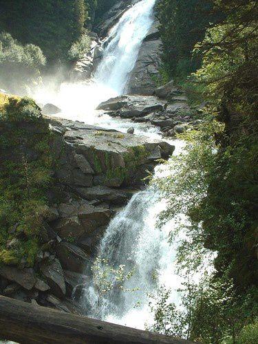De nombreux belvédères sont aménagés le long du parcours pour mieux voir les cascades.