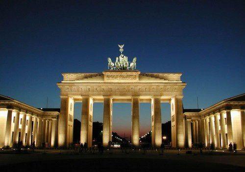 En Allemagne, la porte de Brandebourg à Berlin.