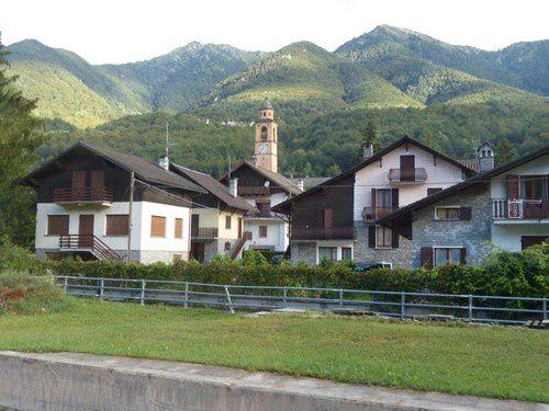 Quand le train suisse me fait traverser le Piémont italien pour aller ...en Suisse !