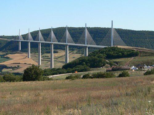 Sur le pont ...enfin le viaduc de Millau !