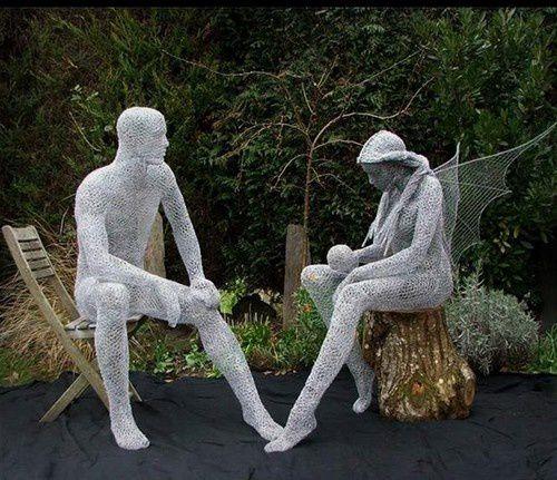 Derek Kinzett sculpte le grillage !