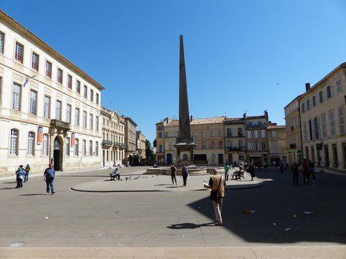 Les monuments de la place de la République à Arles