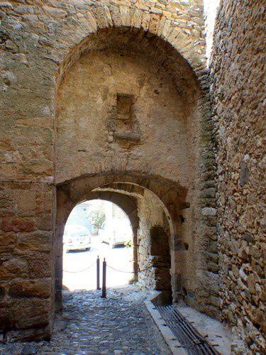 Le vieux village de la Caunette dans l'Hérault
