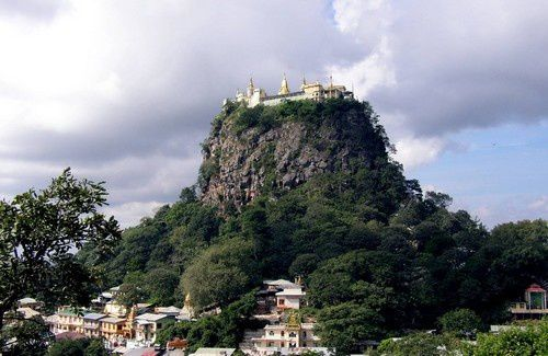 Le monastère Taung Kalat en Myanmar.