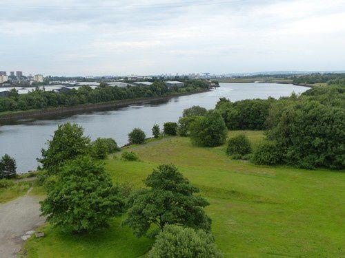 Les monuments sur les bords de la rivière Clyde.