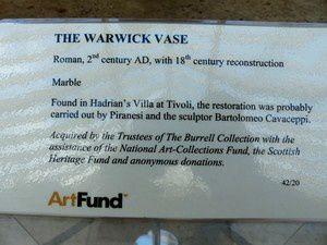 Cet impressionnant vase Warwick.